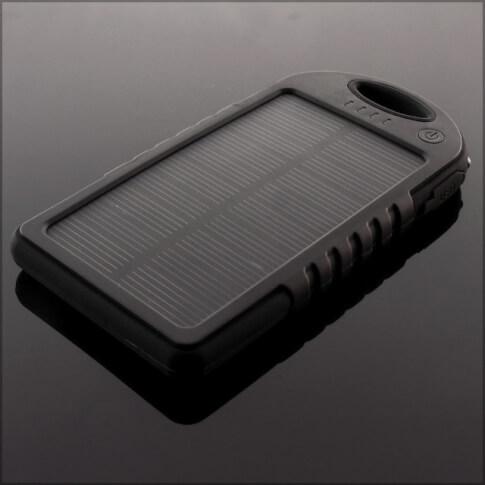 Czarny power bank solarny 5000 mAh Sunen