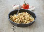 Makaron w sosie łososiowym z ziołami 160 g Salmon Pesto with Pasta Trek'n Eat
