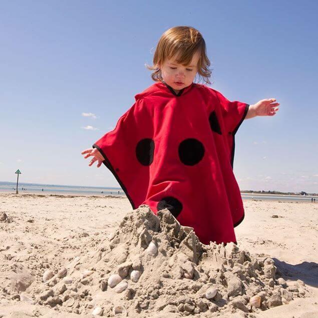 poncho ręcznik biedronka na plażę dla dziecka z filtrem upf