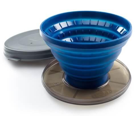 Składany lejek do parzenia kawy dla podróżującychI Collapsible Java Drip GSI Outdoors niebieski